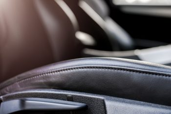 ניקוי פנימי לרכב - תיקון ריפודי עור לרכב